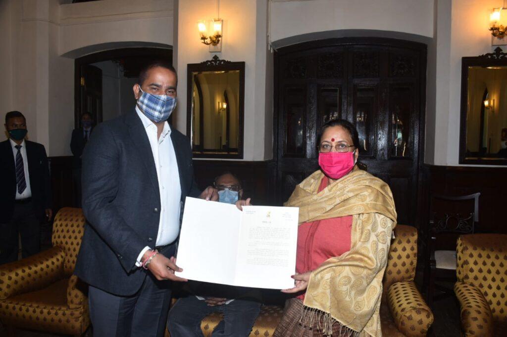 विकास की ओर बड़ते कदम- राज्यपाल पुरुस्कार से सम्मानित हुवे राहुल