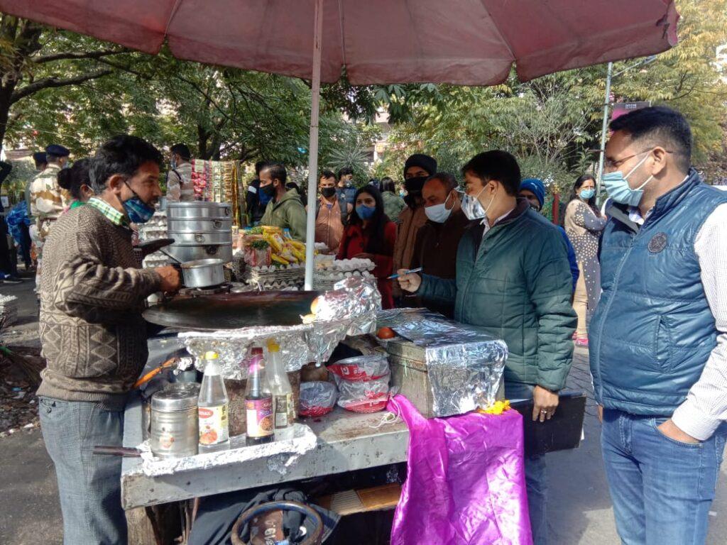 खुले में खाद्यय पदार्थो की बिक्री पर सख्ती- खाद्यय सुरक्षा एवं मानक अधिनियम के तहत काटा चालान